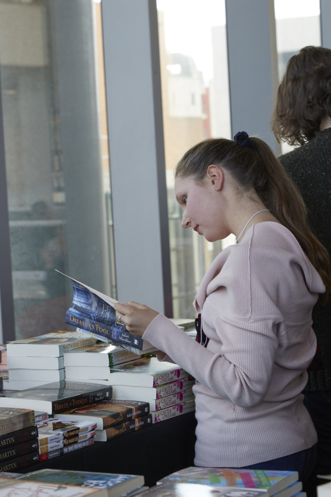 mage of woman reading book